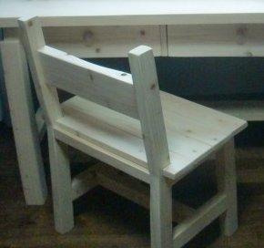 편백나무 의자